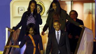 Υπογεγραμμένες φανέλες με το όνομα του έστειλε ο Μέσι για τις κόρες του Μπαράκ Ομπάμα