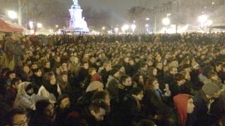 Γάλλοι διαδηλωτές διανυκτερεύουν στην Πλατεία Δημοκρατίας στο Παρίσι