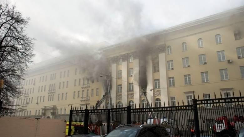 Πυρκαγιά στο ρωσικό υπουργείο Άμυνας - Εκκενώθηκε το κτίριο