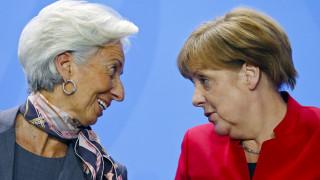 Die Zeit: Αργά ή γρήγορα θα πρέπει να χορηγηθεί ένα πραγματικό κούρεμα χρέους