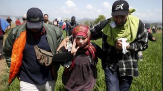 Πεδίο μάχης η Ειδομένη με πλαστικές σφαίρες και χημικά από αστυνομικούς