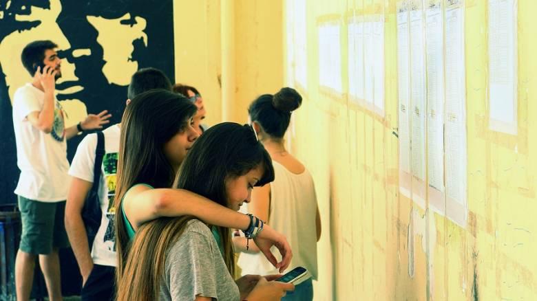 Πανελλήνιες εξετάσεις: Πότε θα δοθούν στους μαθητές τα δελτία εξεταζόμενων