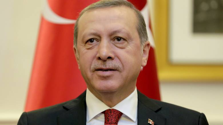 Η Γερμανία εξετάζει αίτημα της Τουρκίας για δίωξη του κωμικού που χλεύασε τον Ερντογάν