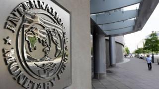 ΔΝΤ: «Εξαιρετικά μη βιώσιμο το ελληνικό χρέος»