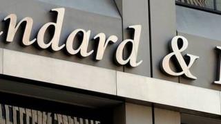 S&P: Μεγάλα τα ρίσκα για τις ελληνικές τράπεζες