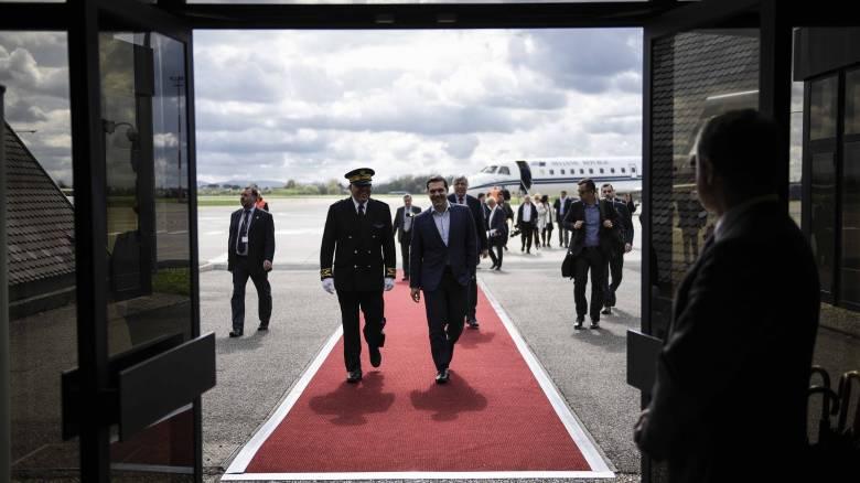 Το Μαξίμου αποτιμά τη διήμερη περιοδεία Τσίπρα εν όψει της επιστροφής των θεσμών