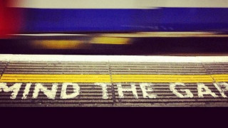 Πέθανε ο 'Mind the Gap' του λονδρέζικου μετρό