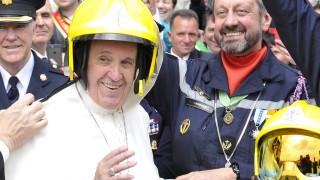 Ποιός είναι ο Πάπας Φραγκίσκος που επισκέπτεται την Ελλάδα