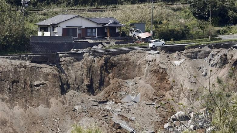 Ιαπωνία: Τρεις ισχυροί σεισμοί σε 24 ώρες - Δεκάδες νεκροί