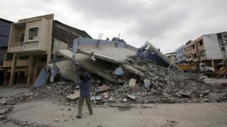 Εκουαδόρ:  350 νεκροί στα συντρίμμια του ισχυρού σεισμού