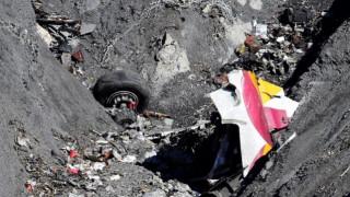 """Τα μεγαλύτερα αεροπορικά δυστυχήματα του 2015 και η """"μαύρη λίστα"""" των εταιρειών"""