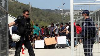 Πρόσφυγες αφήνονται ελεύθεροι από τα hot spots Χίου και Μόριας