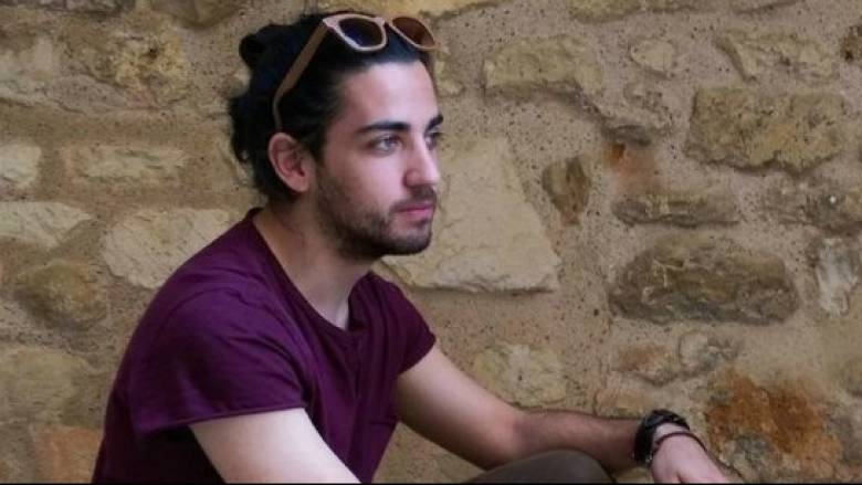 Ο Έλληνας που ζωγράφισε τα ποτήρια των Starbucks όλης της Ευρώπης μιλάει στο CNN Greece