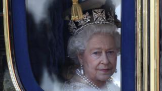 Μια ημέρα πριν τα 90α της γενέθλια, η βασίλισσα Ελισάβετ Β' είναι πιο δημοφιλής από ποτέ