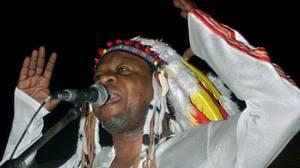 Πάπα Γουέμπα: Ο Αφρικανός μουσικός χαρακτηρίστηκε ως «βασιλιάς της Ρούμπα» και ταξίδεψε σε όλόκληρο τον κόσμο, ιδιαίτερα κατά τη δεκαετία του '70, αλλά και στις αρχές της δεκαετίας του '80 όταν και γνώρισε τεράστια αναγνώριση και επιτυχία. Ενδεικτικό της