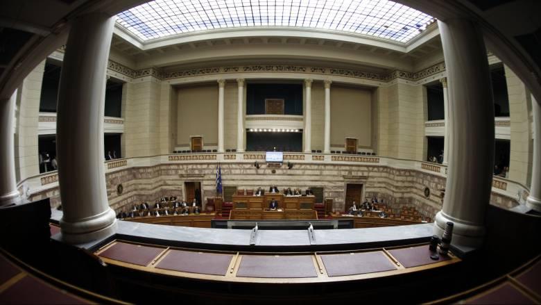 Δύσκολα περνά από τη Βουλή η ψήφιση των πρόσθετων προληπτικών μέτρων