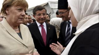 """""""Σκάναραν"""" ξανά τη συμφωνία ΕΕ - Τουρκίας Μέρκελ, Τουσκ & Νταβούτογλου"""