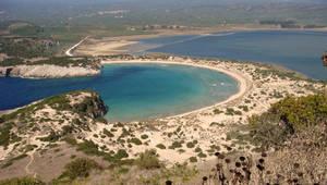 8. Βοϊδοκοιλιά, Μεσσηνία. Έχει το σχήμα του ελληνικού γράμματος ωμέγα και η ονομασία της κρατά από τους αρχαίου χρόνους.  Την αναφέρει ο Όμηρος στα έπη του.
