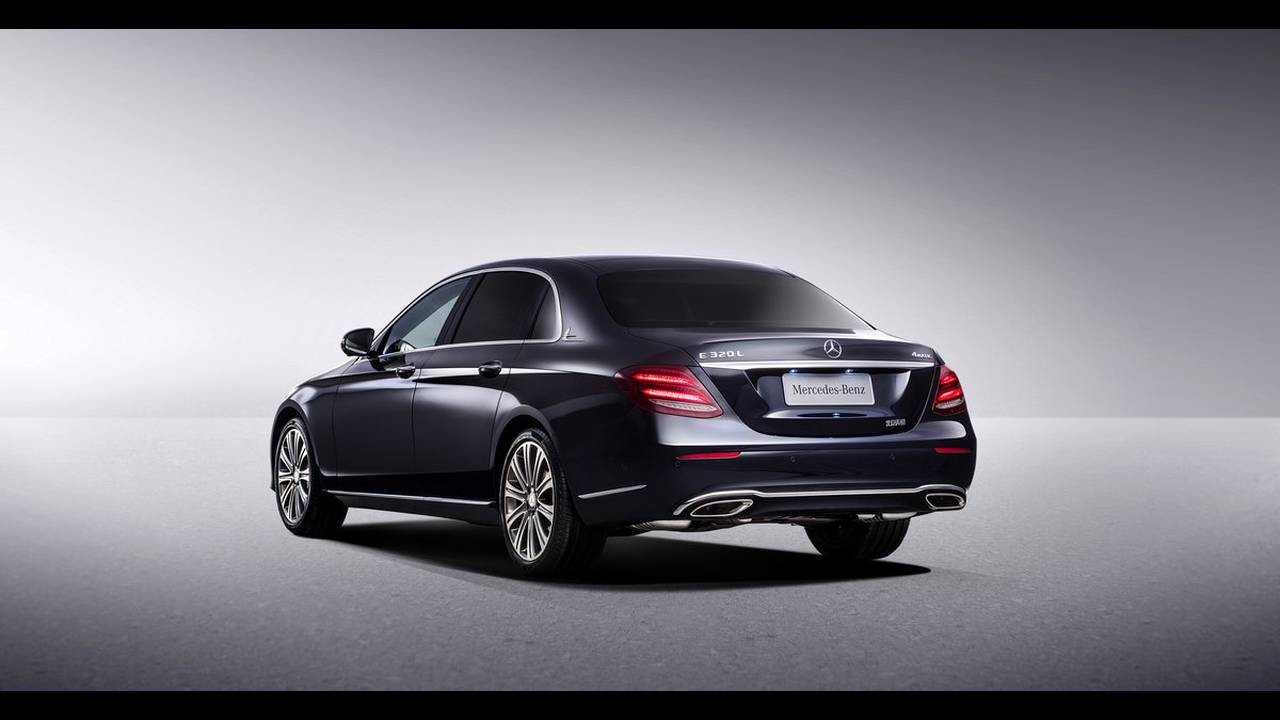 https://cdn.cnngreece.gr/media/news/2016/04/25/30065/photos/snapshot/MERCEDES-E-CLASS-LONG-12.jpg