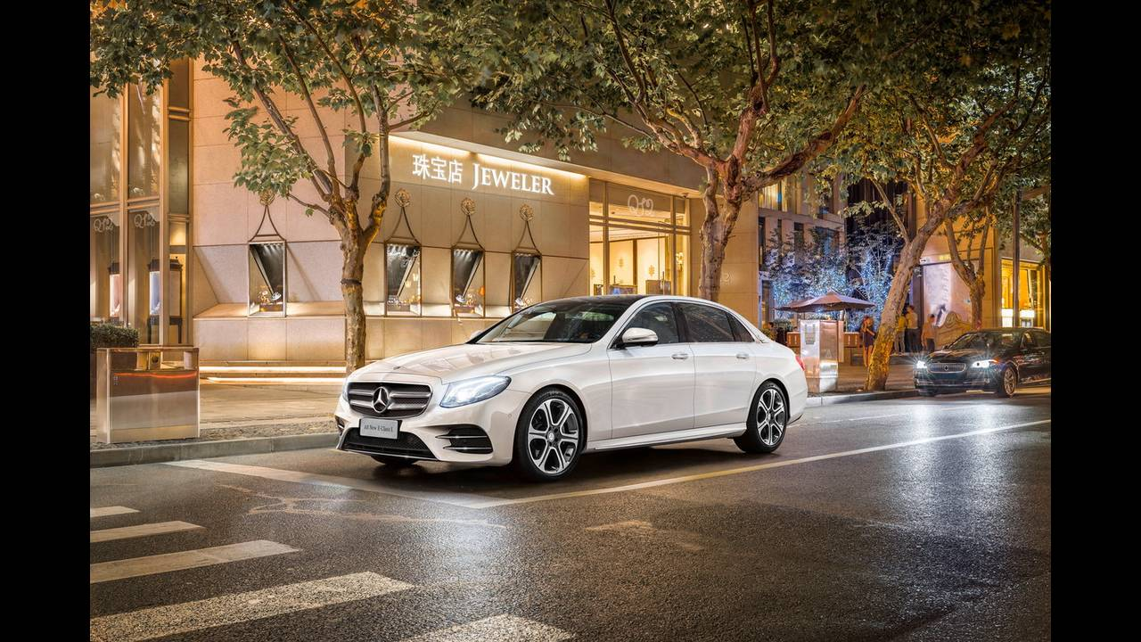 https://cdn.cnngreece.gr/media/news/2016/04/25/30065/photos/snapshot/MERCEDES-E-CLASS-LONG-5.jpg