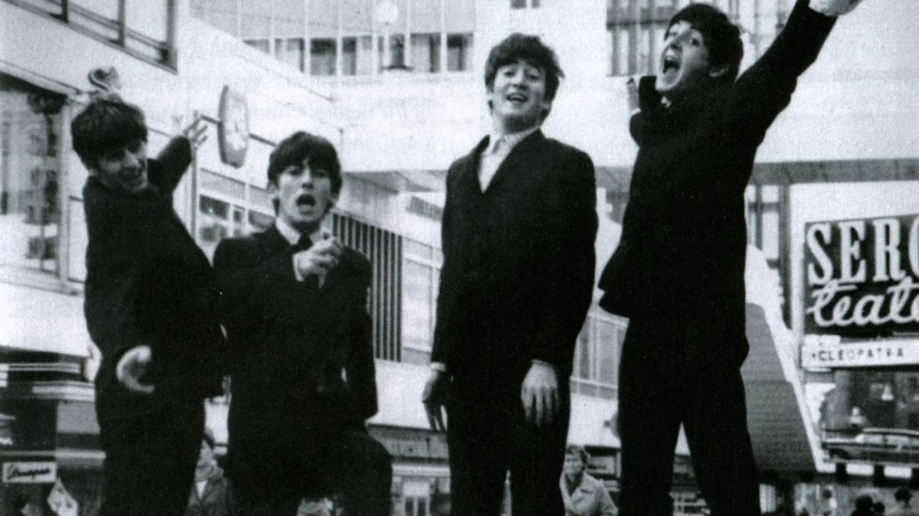 Το ανέκδοτο φιλμ των Beatles που δεν ήξερες ότι υπάρχει μας ταξιδεύει στην αφέλεια του 1965