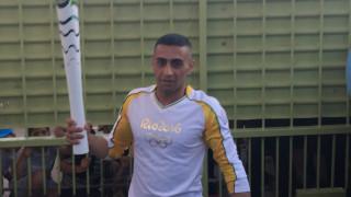 Ο Σύρος πρόσφυγας λαμπαδηδρόμος που κράτησε την Ολυμπιακή Φλόγα στον Ελαιώνα