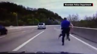 Αστυνομικός αποτρέπει νεαρό από αυτοκτονία