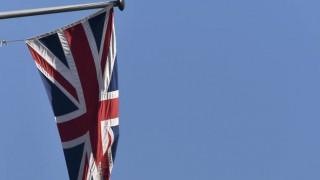 Το Brexit θα κοστίσει στους Βρετανούς την απώλεια του μισθού ενός μήνα έως το 2020