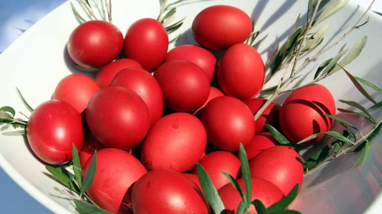 Πάσχα 2016: Συμβουλές από την Αργυρώ Μπαρμπαρίγου για το βάψιμο των αυγών