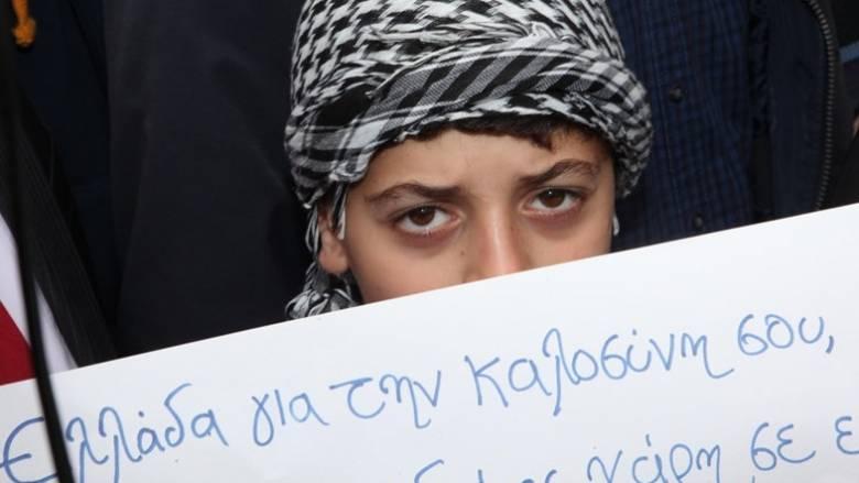 Στιγμές έντονης συγκίνησης κατά την αποχώρηση των προσφύγων από την Κοζάνη