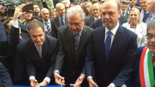Αβραμόπουλος: Υπό εξέταση η ιταλική πρόταση για πλωτά hotspots