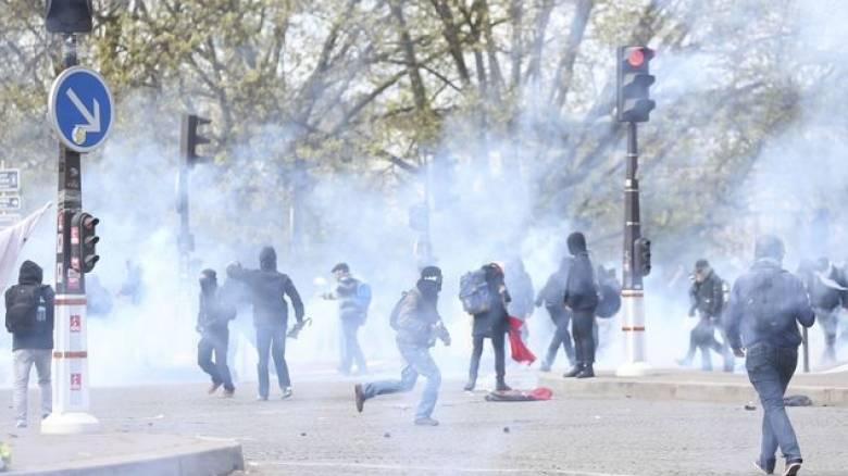 Σφοδρές συγκρούσεις μεταξύ διαδηλωτών και αστυνομίας στη Γαλλία