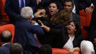 Νέες συμπλοκές βουλευτών στην τουρκική Εθνοσυνέλευση