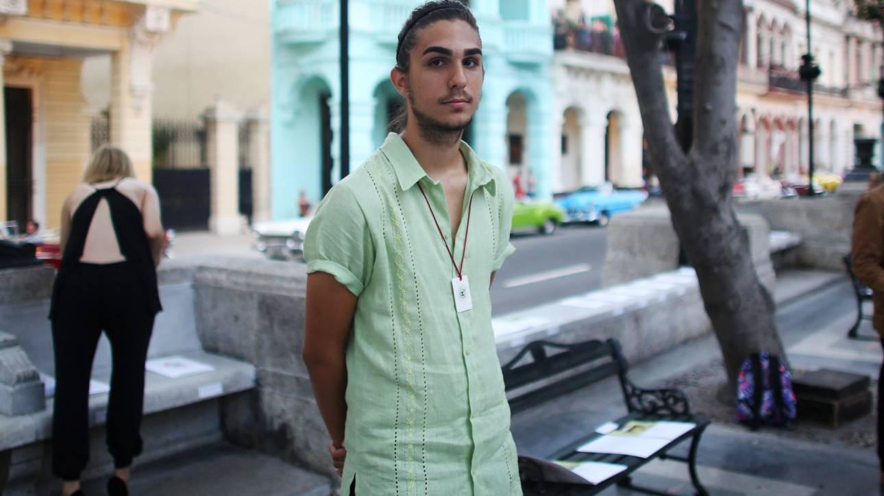 Ο 19χρονος εγγονός του Φιντέλ Κάστρο καλωσόρισε την (ανώφελη) επέλαση της Chanel στη Κούβα