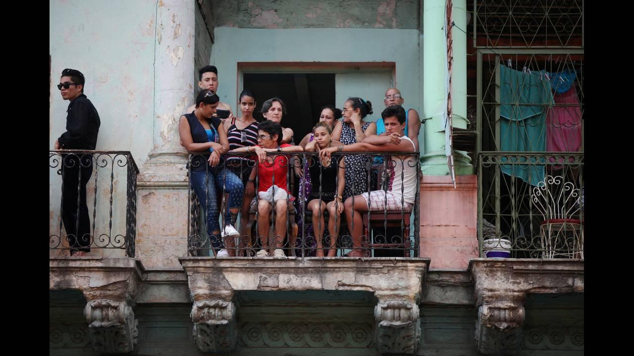 https://cdn.cnngreece.gr/media/news/2016/05/04/30957/photos/snapshot/2016-05-04T042718Z_988038768_S1BETCASZUAA_RTRMADP_3_FASHION-CUBA-CHANEL.JPG