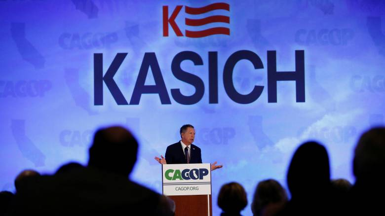 Κείσικ: Ο τελευταίος αντίπαλος του Τραμπ παραιτείται από τη διεκδίκηση του χρίσματος