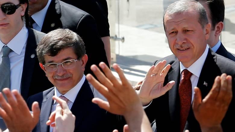 Φήμες στην Άγκυρα για επικείμενη παραίτηση Νταβούτογλου
