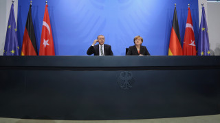 Ε.Ε: Αβεβαιότητα για το προσφυγικό προκαλεί η παραίτηση Νταβούτογλου