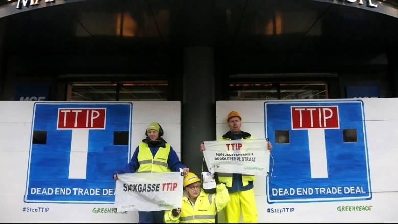 Μετά τις αντιδράσεις της Γαλλίας η διαπραγμάτευση για την TTIP καθυστερεί