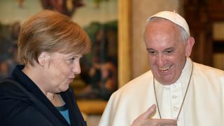 O Πάπας επιπλήττει την «κουρασμένη» Ευρώπη, λέει ότι οι μετανάστες δεν είναι εγκληματίες