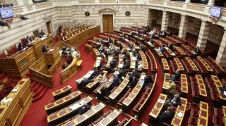 Σε κλίμα πόλωσης ξεκίνησε στη Βουλή η μάχη του ασφαλιστικού
