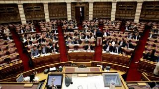 Σφοδρή κριτική και βαριές εκφράσεις στη Βουλή