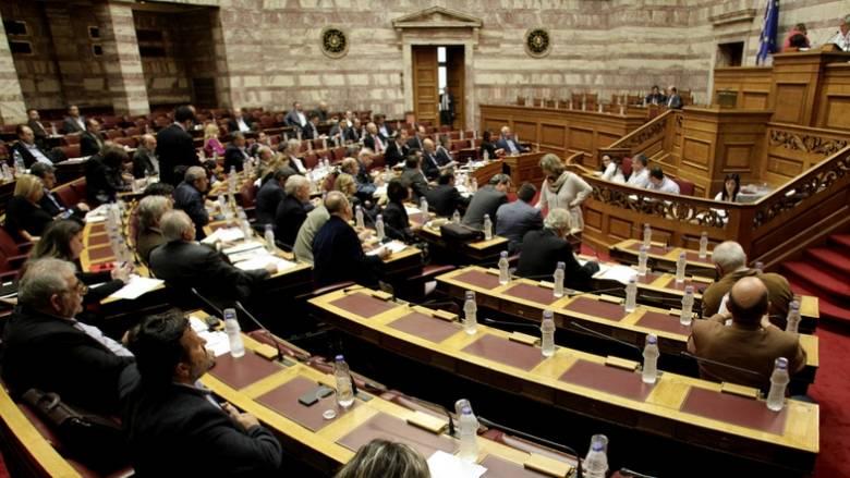Χωρίς διαφοροποιήσεις από τις επώδυνες διατάξεις οι βουλευτές ΣΥΡΙΖΑ και ΑΝΕΛ