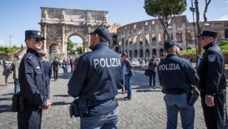 Κινέζοι αστυνομικοί περιπολούν στους δρόμους της Ρώμης
