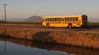 Δωδεκάχρονος έκλεψε σχολικό για μια σύντομη βόλτα (vid)