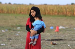 Μια νεαρή μητέρα πέρασε στο έδαφος της Ουγγαρίας από τη Σερβία.