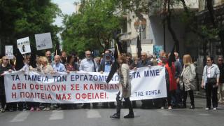 Ποιες επαγγελματικές ενώσεις απειλούν με διαγραφή βουλευτές που θα ψηφίσουν τα μέτρα