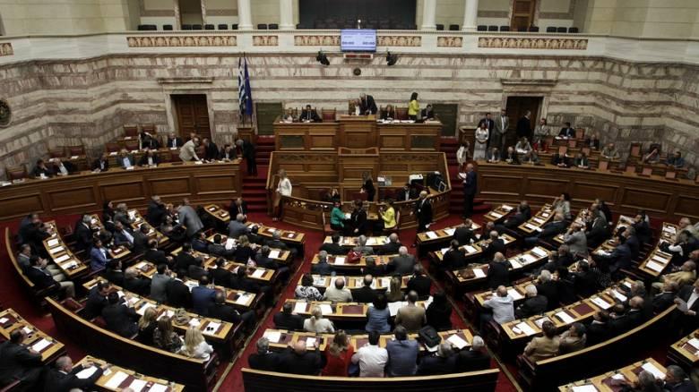 Θερμό επεισόδιο στη Βουλή και απομάκρυνση βουλευτών της Χρυσής Αυγής (vid)