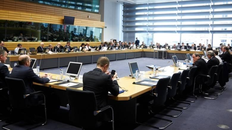 "Eurogroup: Σβήνουν - γράφουν προσχέδια, ""θολό τοπίο"" η συμφωνία"