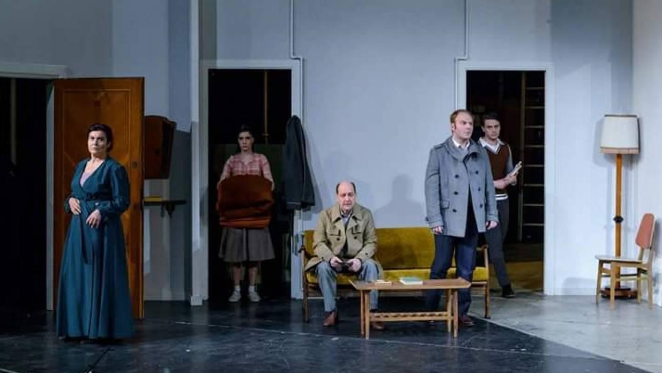 Κύκλος, χρόνος, ξένος. Ξένοι του Sergio Belbel στο Εθνικό Θέατρο (Νέο Ρεξ)